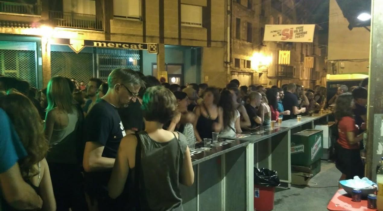 Sense barraques, la festa nocturna s'escampa