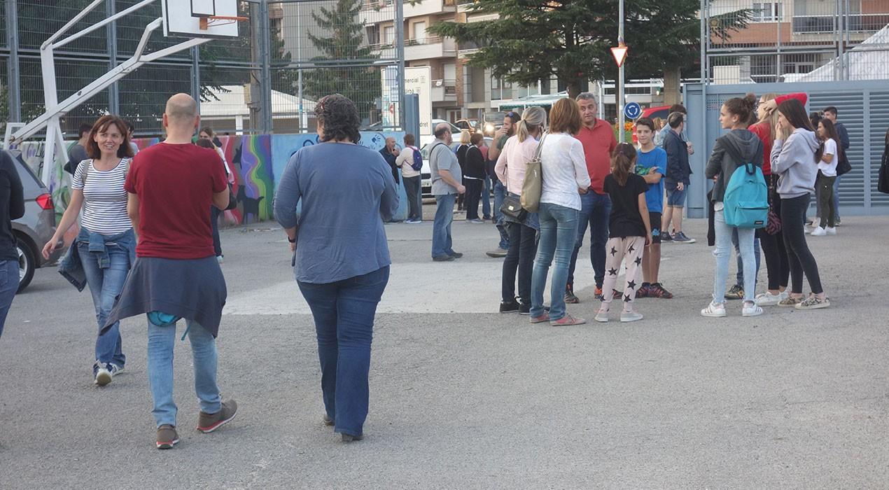 Els Mossos es personen en col·legis de Berga i hi permeten activitat fins diumenge a les 6 del matí