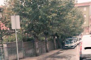 Un comboi de sis furgonetes de la Guàrdia Civil es passeja per Berga però neguen que sigui pel referèndum