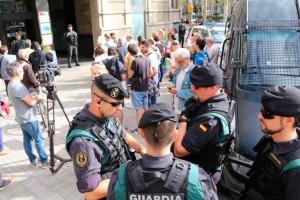 El Berguedà organitza concentracions davant ajuntaments per condemnar l'operatiu contra el Govern