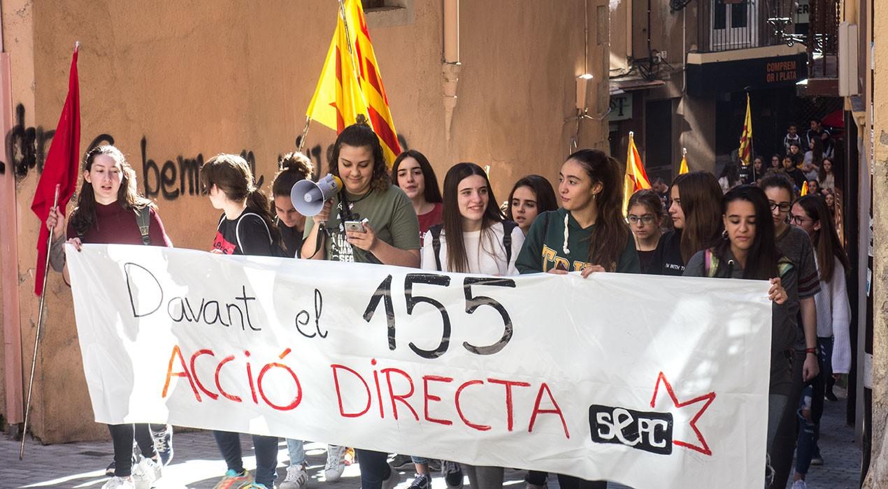 Un centenar d'alumnes es manifesten a Berga en contra de l'aplicació de l'article 155