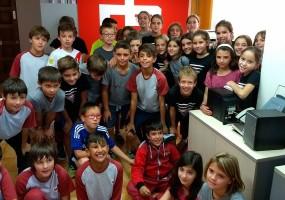 Els alumnes de cinquè de l'Escola Vedruna visiten els estudis de Ràdio Berga
