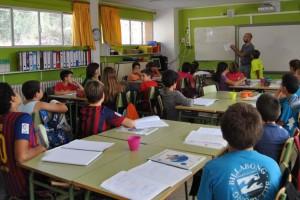 """Els mestres de Sant Joan condemnen """"atacs i falsedats contra l'escola catalana"""" i exigeixen disculpes"""
