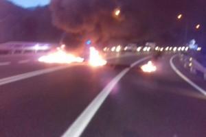 La crema de pneumàtics a la C-16, a Berga, sorprèn els organitzadors de les marxes lentes entre Manresa i Bagà