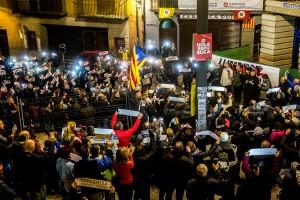 Llums i 'L'Estaca' a Berga, un mes després de l'empresonament de Jordi Sànchez i Jordi Cuixart