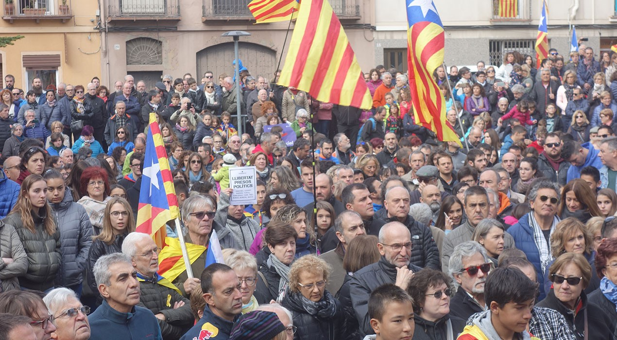 El Berguedà abaixa persianes, surt al carrer i fa ressonar el clam per la llibertat dels presos polítics