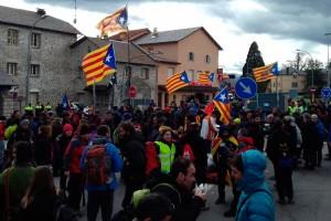 Un centenar de cotxes i furgonetes del Berguedà pugen a Puigcerdà per tallar la frontera amb França