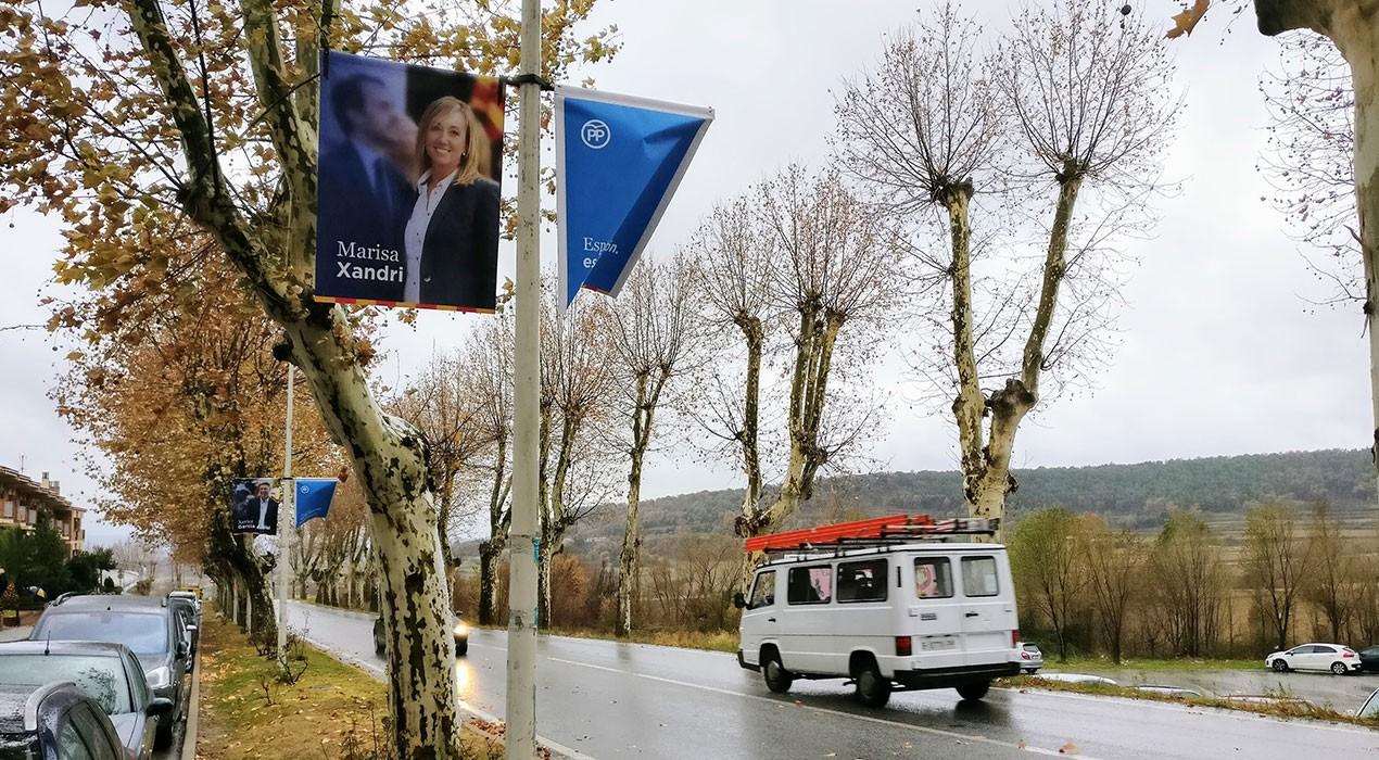 Pengen banderoles de la candidata del PP a la província de Lleida als carrers de Berga