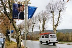 La CUP i Junts per Berga cedeixen un 10% dels seus fanals perquè Decidim Berga, C's i PP puguin penjar més banderoles