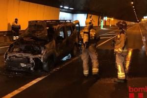 Un cotxe s'incendia al mig del túnel del Cadí i obliga a tallar la circulació en els dos sentits de la marxa