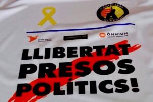Els Castellers de Berga exigeixen la llibertat dels presos polítics al Torneig Casteller de Futbol