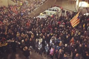 """Unes 400 persones denuncien a Berga """"la cacera de bruixes feroç i salvatge"""" contra l'independentisme"""