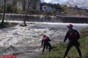 Busquen un veí de Gironella de 51 anys que hauria caigut al riu Llobregat amb un dels seus gossos