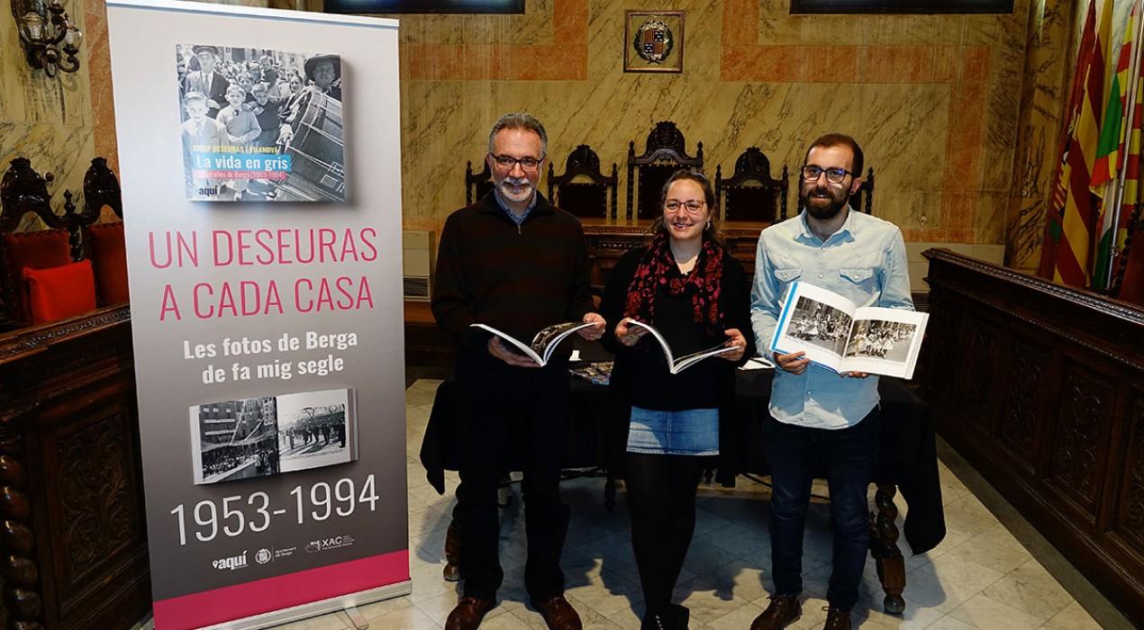 'La vida en gris', el llibre que relata la història de Berga amb les millors fotos de Josep Deseuras