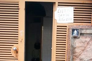 """ERC es queixa de la deixadesa i la brutícia dels lavabos d'El Vall i exigeix """"una actuació ràpida"""""""