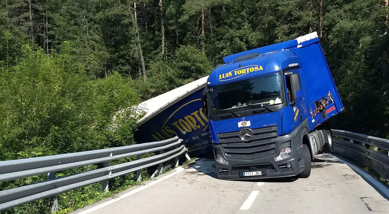 El conductor del camió bolcat a Vilada ha donat positiu a la prova d'alcoholèmia