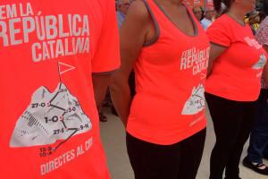 El Pedraforca, emblema de la samarreta de l'ANC per a la Diada de l'11 de Setembre a la Diagonal de Barcelona