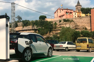 Gironella instal·la un punt de recàrrega per a vehicles elèctrics