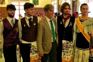 L'hereu de Catalunya, escridassat a les festes del Pilar de Saragossa per portar el llaç groc