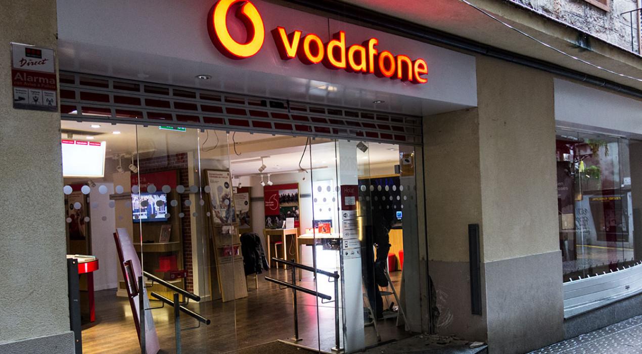 Entren de matinada a les botigues d'Orange i Vodafone de Berga i roben telèfons d'exposició d'una d'elles