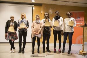 Sis dones superen el repte: una llengua nova per a una vida nova
