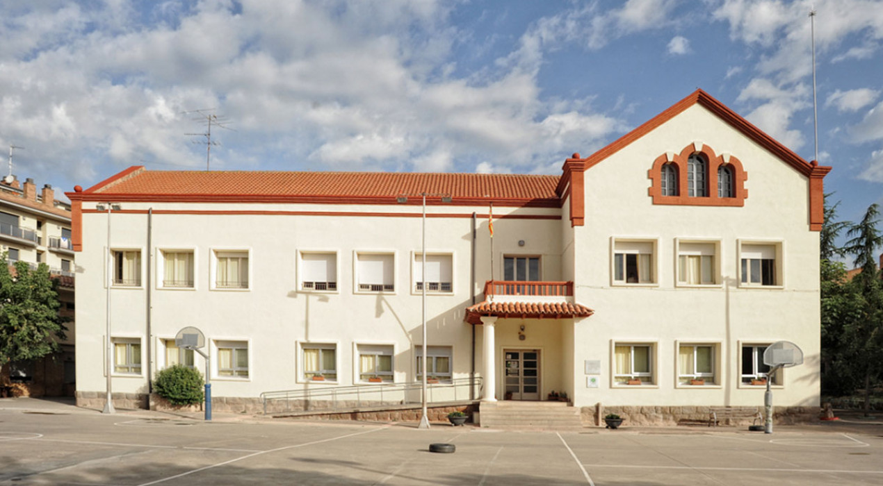 Puig-reig renta la cara a l'Escola Alfred Mata i soluciona els problemes de les parets exteriors