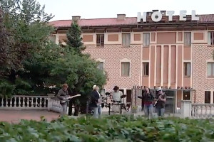 Mercado Negro presenta el videoclip oficial de 'Berlín', un dels seus grans hits