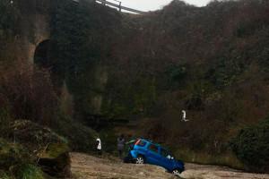 Un cotxe cau d'un pont a la zona de la depuradora de Berga