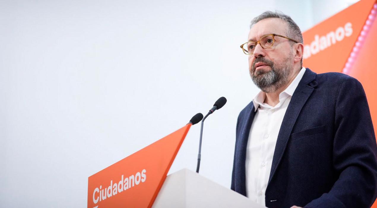 Un diputat de Ciutadans es queixa al Defensor del Poble dels llaços i l'estelada de l'Ajuntament de Berga