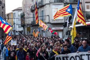 Una manifestació multitudinària recorre els carrers de Berga per cloure la vaga general
