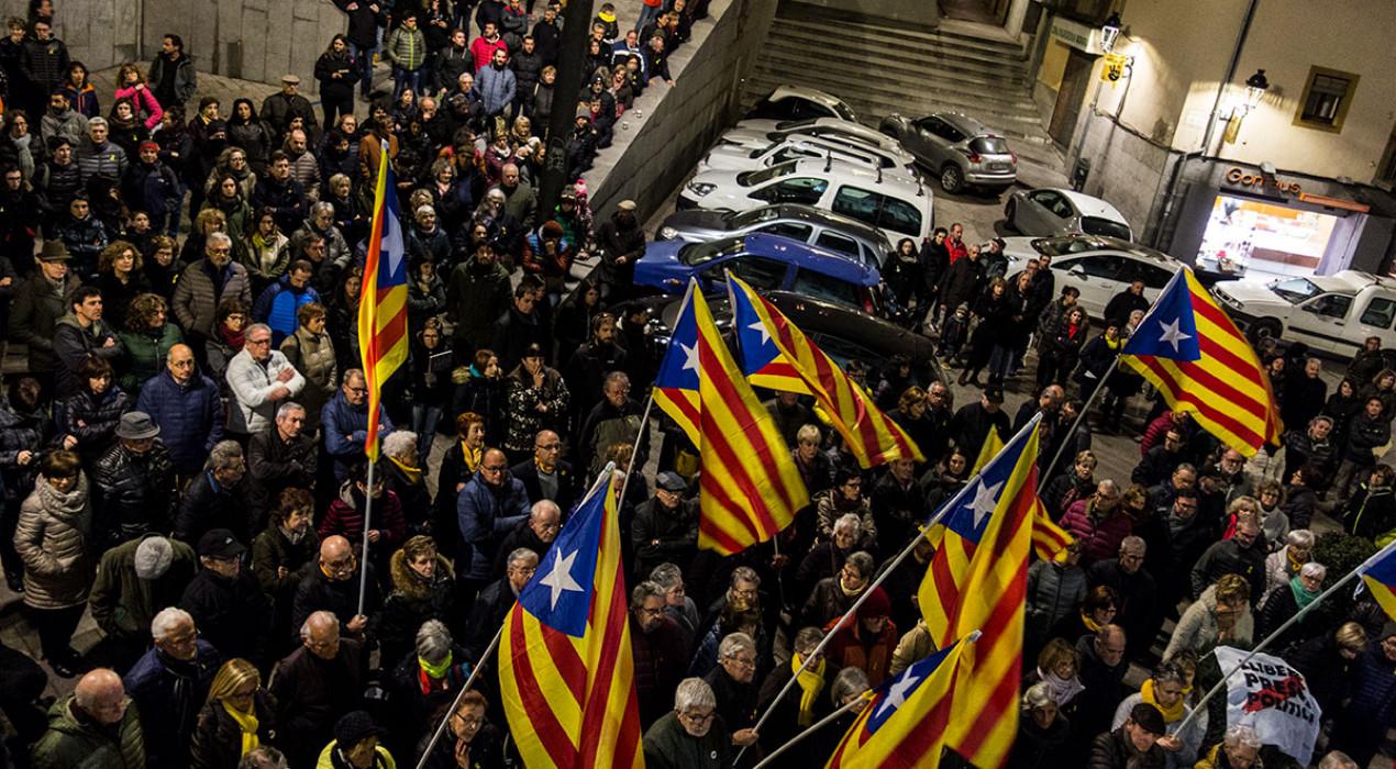El judici del procés fa revifar l'habitual concentració a la plaça de Sant Pere de Berga