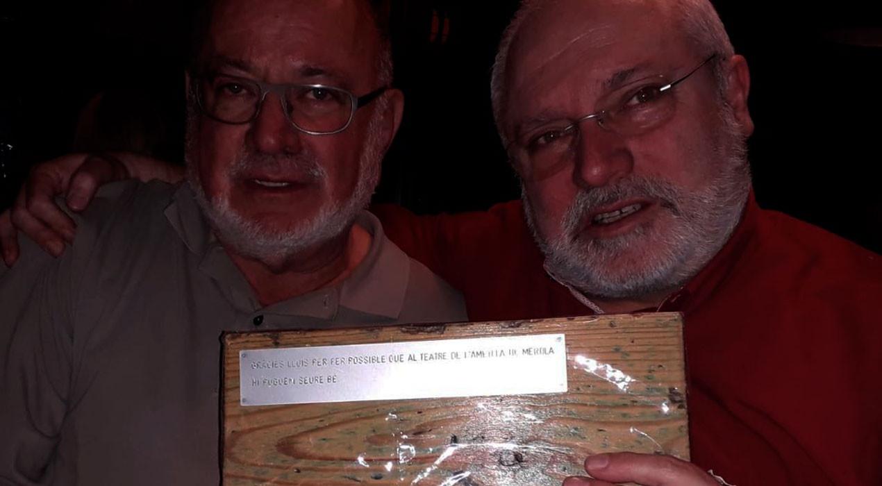 Veïns de l'Ametlla de Merola viatgen a Brussel·les per agrair a Lluís Puig les butaques del teatre
