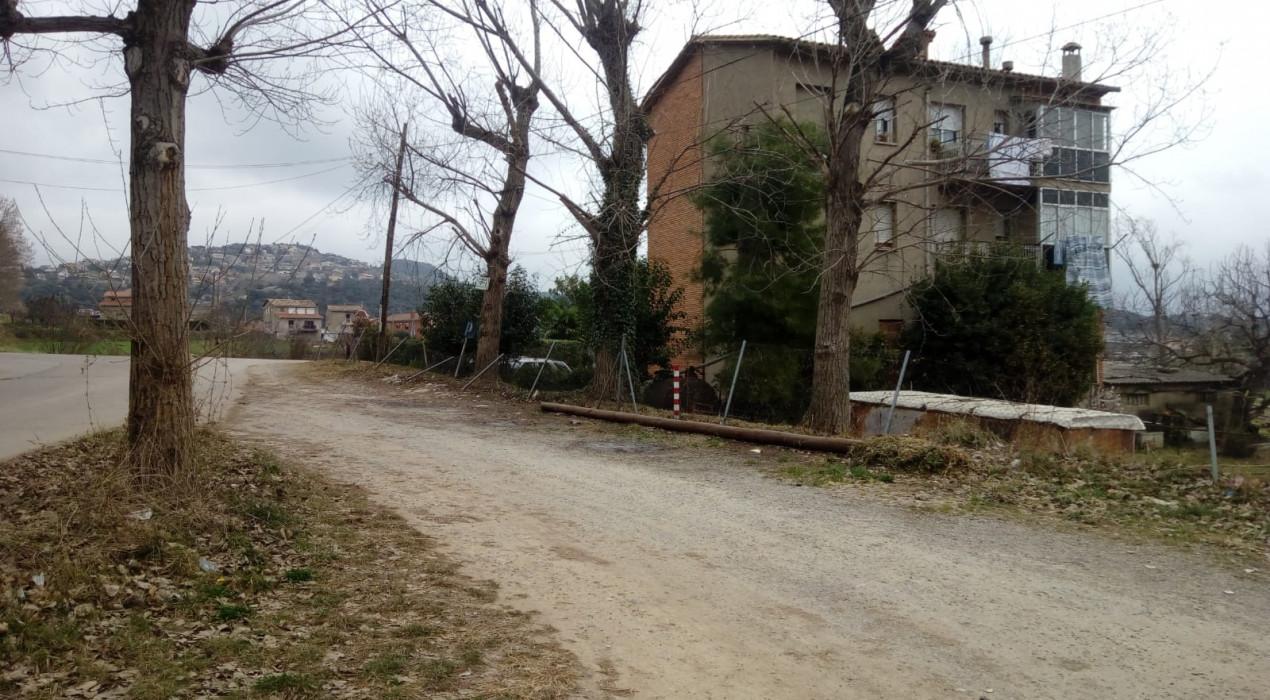 L'esplanada de davant de Menfis Berga ja no té contenidors