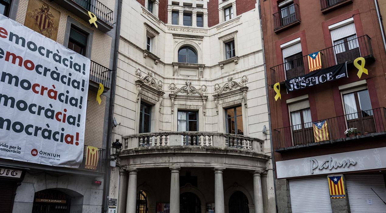 L'Ajuntament de Berga retira l'estelada del balcó i evita un nou enfrontament polític