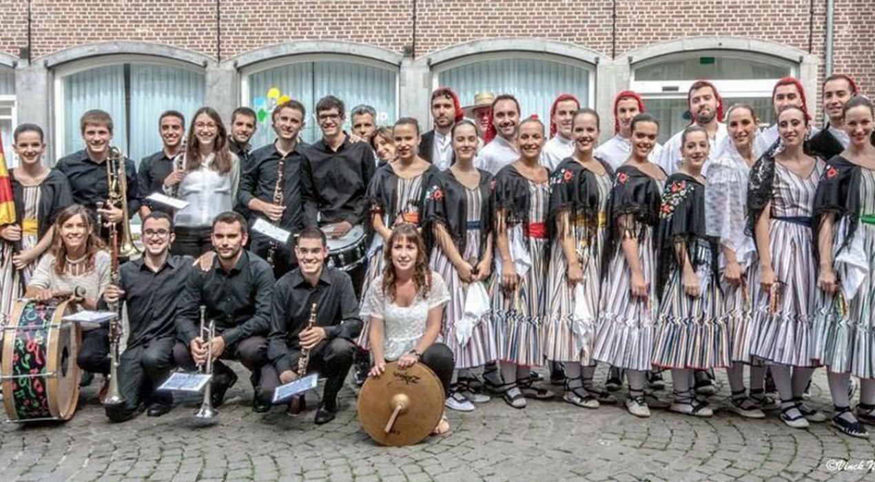 L'Esbart Sant Martí de Barcelona i la Cobla Berga Jove estrenen a Gironella un atrevit espectacle de dansa i música
