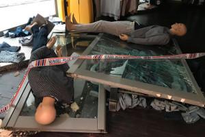 Detenen tres joves i n'investiguen dos més per robatoris nocturns en botigues de Berga