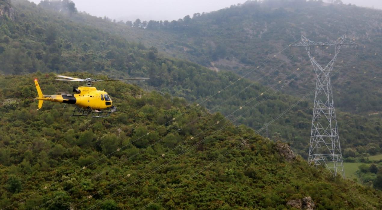 Drons, helicòpters i làser, tecnologia essencial per evitar incendis a les línies forestals