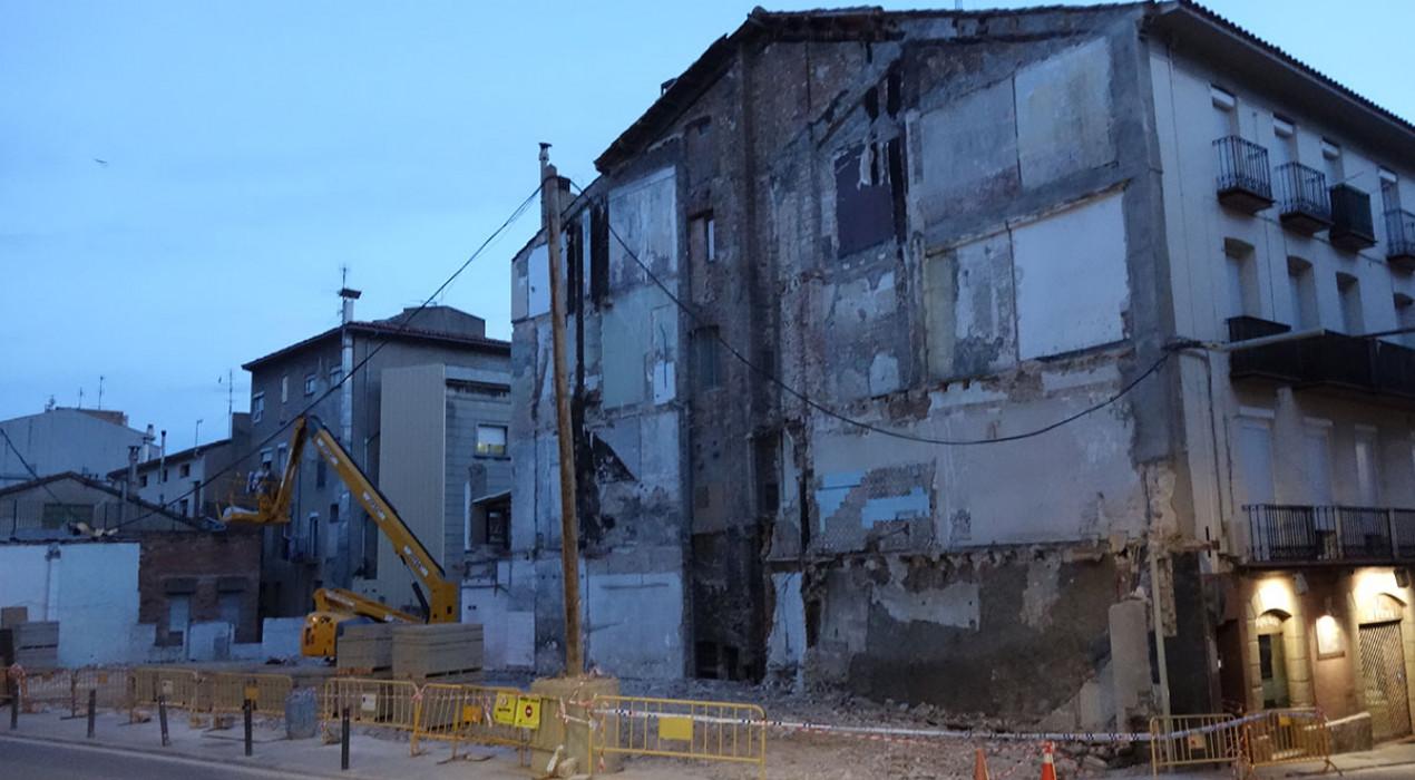Enderroquen edificis a la Ronda Moreta de Berga sense previsió d'alçar-hi res més