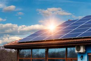 Beneficis de l'autoconsum: com estalviar amb unes plaques fotovoltaiques a casa