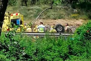 Un cotxe bolca a la C-16, a Guardiola de Berguedà, i obliga a tallar la carretera