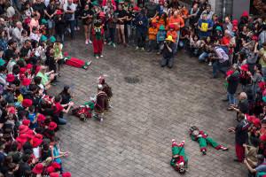 La reivindicació dels angelets de la Patum infantil: fan tot el salt al costat del tabaler i surten a la plaça quan ja no hi ha foc