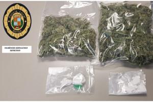 Troben 500 grams de marihuana i 12 de cocaïna en un cotxe encastat al carrer Buxadé de Berga