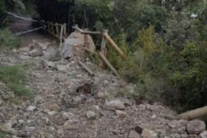 Tallen un tram del camí de ronda de Queralt pel despreniment de roques