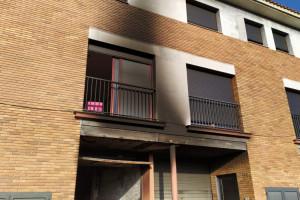 Un cotxe s'encén en un garatge de Cal Bassacs i crema part d'una casa unifamiliar