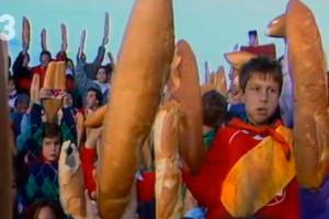 Els 917 nens amb un pa sota l'aixella que fa 30 anys van fer guanyar Avià en un concurs de TV3