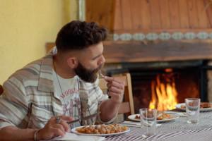 'Joc de cartes' aterra dimecres al Berguedà per buscar-hi el millor restaurant de fonda rural