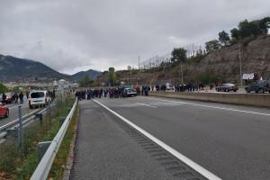 Tallen la C-16 en tots dos sentits i la carretera vella a Berga en plena operació tornada del cap de setmana