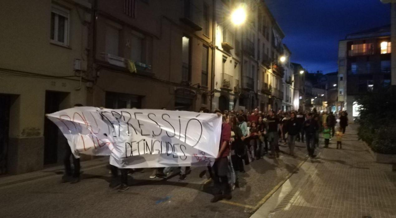 Una manifestació als jutjats de Berga demana la dimissió del conseller Buch per l'actuació policial dels últims dies
