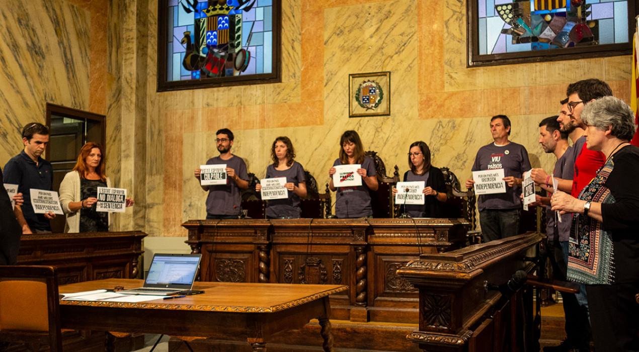 El ple de l'Ajuntament de Berga aprova la moció de rebuig a la sentència contra els presos independentistes