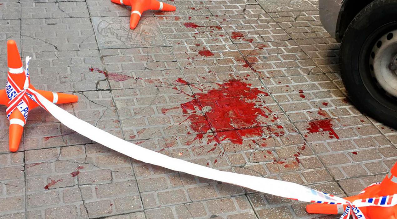 El carrer Major de Berga es lleva ple de taques de sang per una baralla de matinada amb arma blanca
